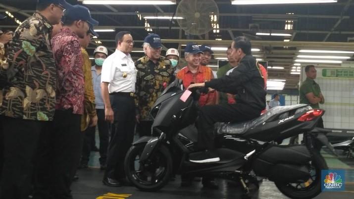 Jokowi hari ini melepas ekspor Yamaha yang ke 1,5 juta unit.