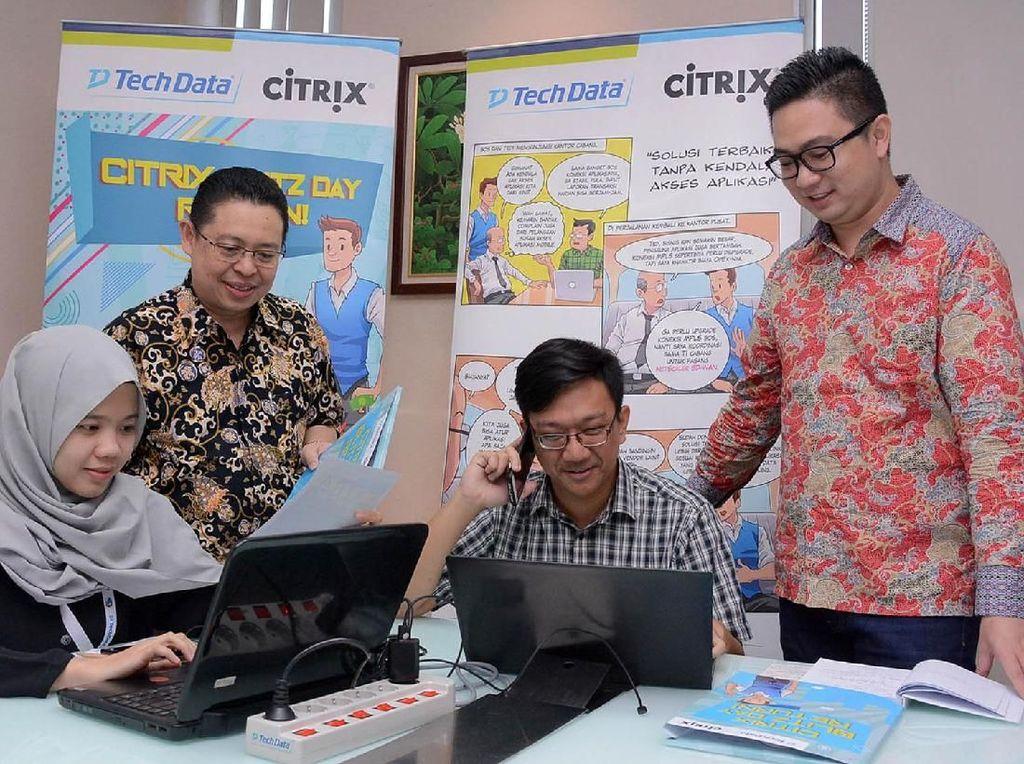 Hadir dalam acara tersebut Channel Director Tech Data Indonesia, Danny Suryadharma dan Partner Account Manager Citrix Indonesia, Denny Cuang menyaksikan dua peserta kompetisi bisnis Tech Data Indonesia, Citrix Blitz Day Return.Foto: dok. Tech Data