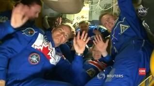 VIDEO: Roket Soyuz MS-11 Berhasil Mendarat di ISS