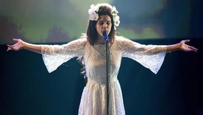 Suara Emas Lana Del Ray, Mengubah Utang Jadi Gunungan Uang