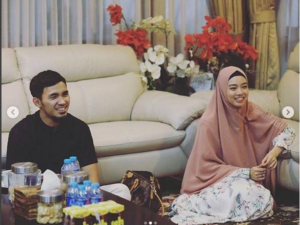 Dalam akun sosial media Instagram dan twitter Menpora Imam Nahrawi mengungkapkan rasa bahagianya untuk kedua atlet Indonesia tersebut. Kabarnya keduanya memiliki jalinan asmara dan siap untuk melanjutkan ke jenjang yang lebih serius. Istimewa/Naif/Kemenpora.