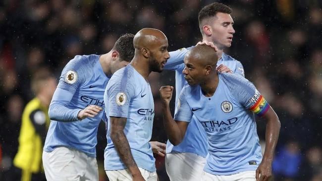 Man City mencatat rekor fantastis dengan tiga kali meraih kemenangan beruntun dalam 15 laga di Liga Primer Inggris.(REUTERS/David Klein)