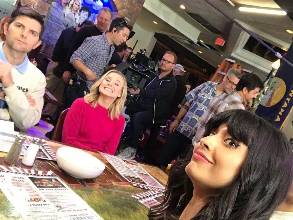Hari yang kuat saat bekerja, kata wanita 32 tahun ini saat hendak syuting adegan makan. Nyamm nyamm! Foto: Instagram jameelajamil