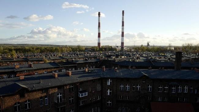 Sejumlah warga Katowice belum bisa beranjak menggunakan energi yang lebih bersih, karena bertahun-tahun memakai batu bara. (REUTERS/Kacper Pempel).