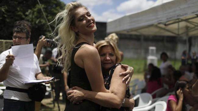 Anggota keluarga dari setiap narapidana hadir menyaksikan kontes dan memberikan dukungannya. (REUTERS/Pilar Olivares)
