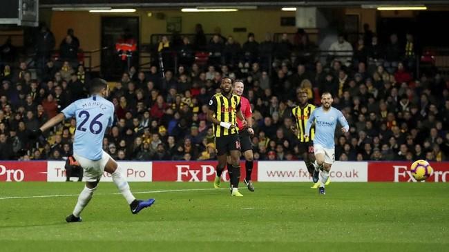 Riyad Mahrez menggandakan skor untuk Man City 2-0 atas Watford pada menit ke-51. (Reuters/Andrew Boyers)