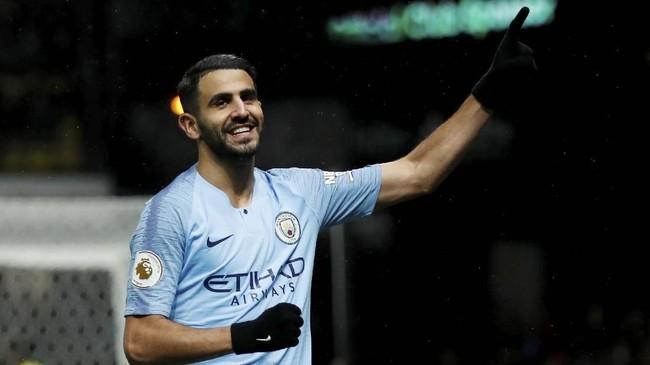 Selebrasi Riyad Mahrez usai mencetak gol. Ia total sudah mencetak enam gol ke gawang Watford atau terbanyak dibandingkan para pemain Man City lainnya. (Reuters/Andrew Boyers)