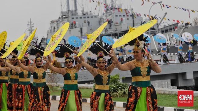 Pentas tari tradisional juga digelar untuk memeriahkan acara tersebut. (CNN Indonesia/Adhi Wicaksono)