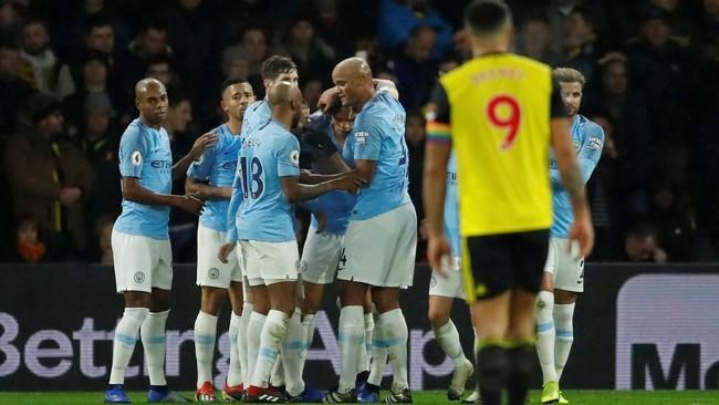 Para pemain Man City merayakan gol yang dicetak Leroy Sane. Penyerang tersebut sudah mencetak lima gol untuk The Citizens di Liga Primer Inggris musim ini.(Reuters/Andrew Boyers)