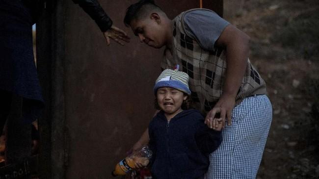 Maraknya gelombang pendatang dari Amerika Selatan dan Amerika Tengah ke Amerika Serikat didorong oleh faktor kekerasan dan krisis ekonomi yang membelit mereka. (REUTERS/Alkis Konstantinidis)