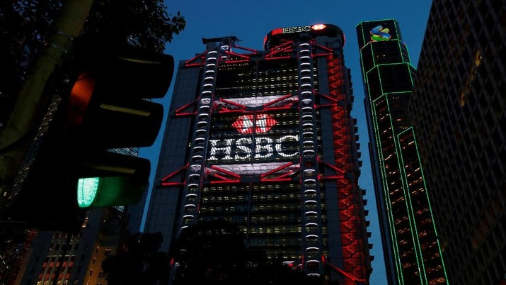 FILE PHOTO - The HSBC headquarters is seen at the financial Central district in Hong Kong, China September 6, 2017. REUTERS/Bobby Yip/File Photo