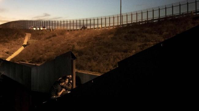 Meksiko memilih mendeportasi sejumlah imigran dari Amerika Tengah dengan alasan membuat kerusuhan. (REUTERS/Alkis Konstantinidis TPX IMAGES OF THE DAY)