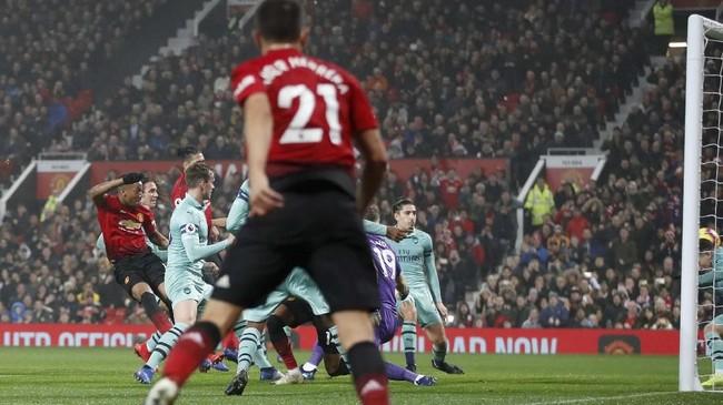 Lima menit berselang, Manchester United memberi jawaban lewat gol balasan yang dicetak oleh Anthony Martial.(REUTERS/Carl Recine)
