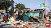 Kerugian akibat crane ambruk tersebut belum bisa diperkirakan. Polisi masih menyelidiki kasus ini. (CNN Indonesia/ Hesti Rika)