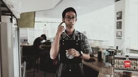 Mimpi Besar Erwin, Barista Tuli Pertama di Jakarta