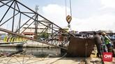 Polisi menduga penyebab crane ambruk karena tali lepas saat beroperasi melebarkan Kalu Sunter. (CNN Indonesia/ Hesti Rika)