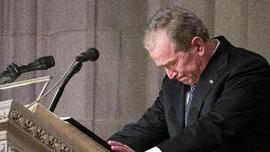 Tawa dan Tangis George W Bush dalam Pidato Pemakaman Ayahnya