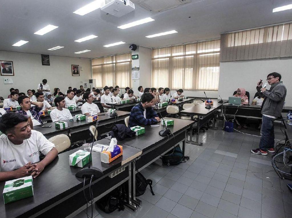Para mahasiswa UGM mengikuti Workshop Internet of Things (IoT) Goes to Market Yogyakarta.