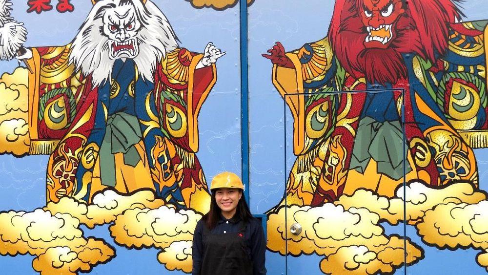 <p>Gladys Gayeta, 22 tahun asal Filipina, seorang tenaga magang di pabrik mobil Starlite Co., berfoto di Akitakata, prefektur Hiroshima, Jepang barat 28 November 2018. Akitakata sebuah kota terpencil yang berusia sembilan tahun di Jepangmemilih memperkerjakan orang asing dari luar keturunan Jepang. REUTERS / Linda Sieg</p>