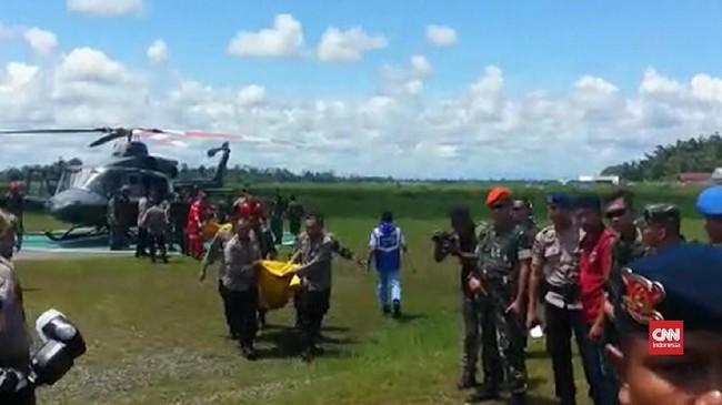 VIDEO: TNI Evakuasi Korban Penembakan Papua
