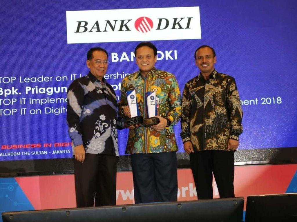 Bank DKI terus mengembangkan produk digital banking seperti aplikasi Jakone Mobile untuk memenuhi kebutuhan transaksi perbankan masyarakat, dan mendukung penerapan transaksi non tunai di lingkungan Pemprov DKI Jakarta. (Dok. Bank DKI)