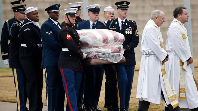 Pengawal Kehormatan Antar Jasad George HW Bush ke Liang Lahad