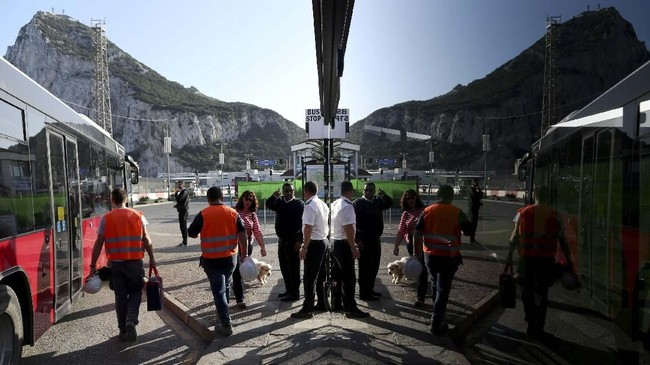 Gibraltar merupakan salah satu wilayah kekuasan Inggris yang berbatasan dengan utara Spanyol dan berbagi perairan dengan Maroko. (REUTERS/Jon Nazca)