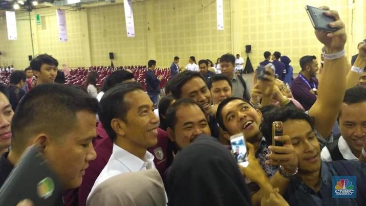 Jokowi Bicara Nasib Nasi Uduk dan Jualan Online