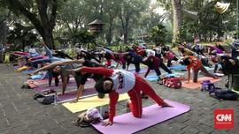 'Namaste' dari Taman Suropati