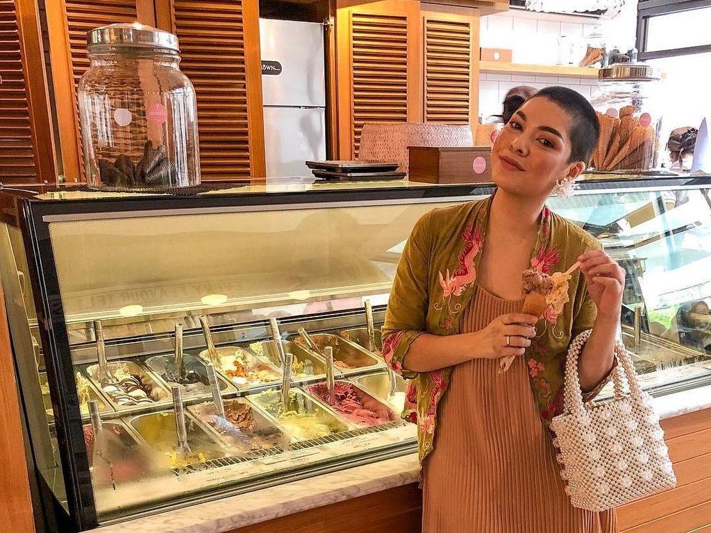 Tara Amelz Blogger Hits yang Suka Banget Kulineran