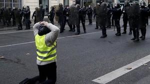 FOTO: Gerakan Rompi Kuning Kembali Mengepung Paris