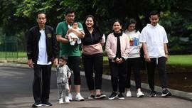 Iriana Jokowi, Kahiyang, dan Selvi Kompak di Foto Keluarga