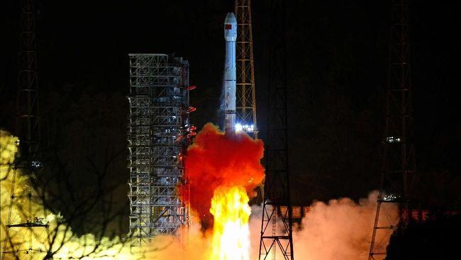 China Luncurkan Roket ke Sisi Terjauh Bulan