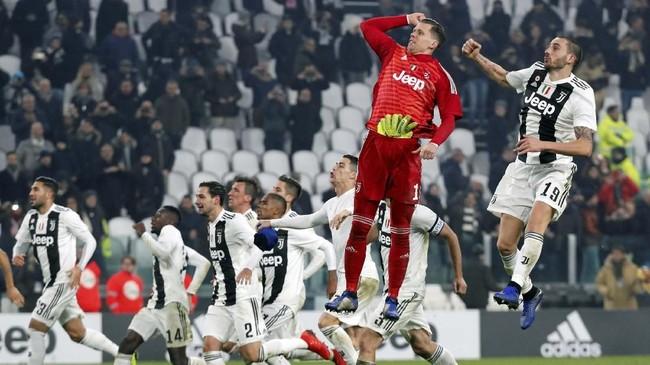 Kemenangan Juventus atas Inter Milan membuat Bianconeri saat ini ada di puncak klasemen dengan nilai 43 poin. (REUTERS/Stefano Rellandini)