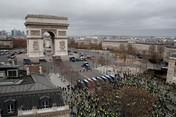 Paris Membara! Gerakan Rompi Kuning Ramaikan Jalanan