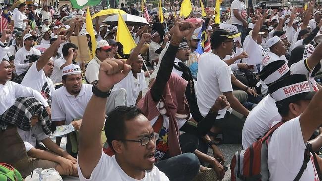 Kerusuhan antara etnis Melayu dan China pada 1969 yang menelan korban 200 orang tewas membuat pemerintah Malaysia memberlakukan kebijakan diskriminatif. (REUTERS/Sadiq Asyraf)