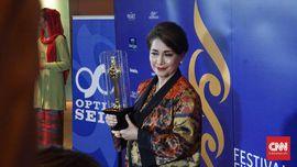 Widyawati Dianugerahi Lifetime Achievement Awards FFI 2018