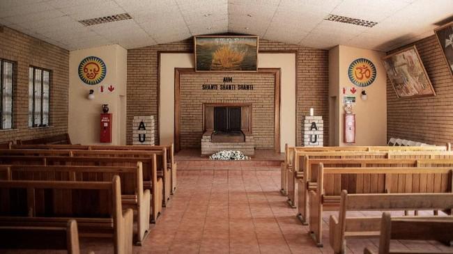 Tak hanya itu, para warga Afrika Selatan juga menganggap praktik kremasi jenazah tak sesuai dengan kebudayaan mereka. (AFP Photo/Gianluigi Guercia)