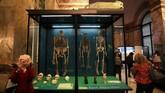 Tengkorak-tengkorak turut menjadi koleksi Museum Afrika, mengingatkan publik pada penjajahan dan berbagai tindak rasisme yang menimpa orang Afrika selama berpuluh-puluh tahun. (REUTERS/Yves Herman)