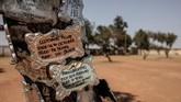 Tak hanya Johannesburg, kota-kota lain di Afrika Selatan juga mulai kewalahan mencari lahan pemakaman. (AFP Photo/Gianluigi Guercia)
