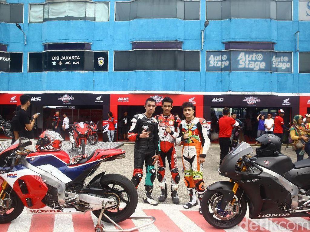Si Entong dan Pebalap Honda Ngebut Pakai Motor Marquez