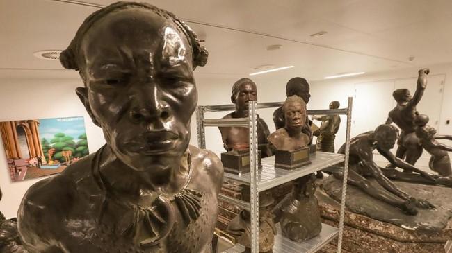 Patung-patung yang menjadi koleksi Museum Afrika yang menghabiskan dana $75,1 juta atau sekitar Rp1 biliun untuk renovasinya. (REUTERS/Yves Herman)