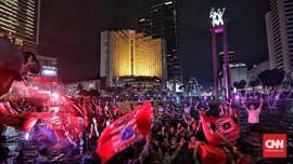 Pesta Jakmania Berenang di Bundaran HI: Juara Mah Bebas