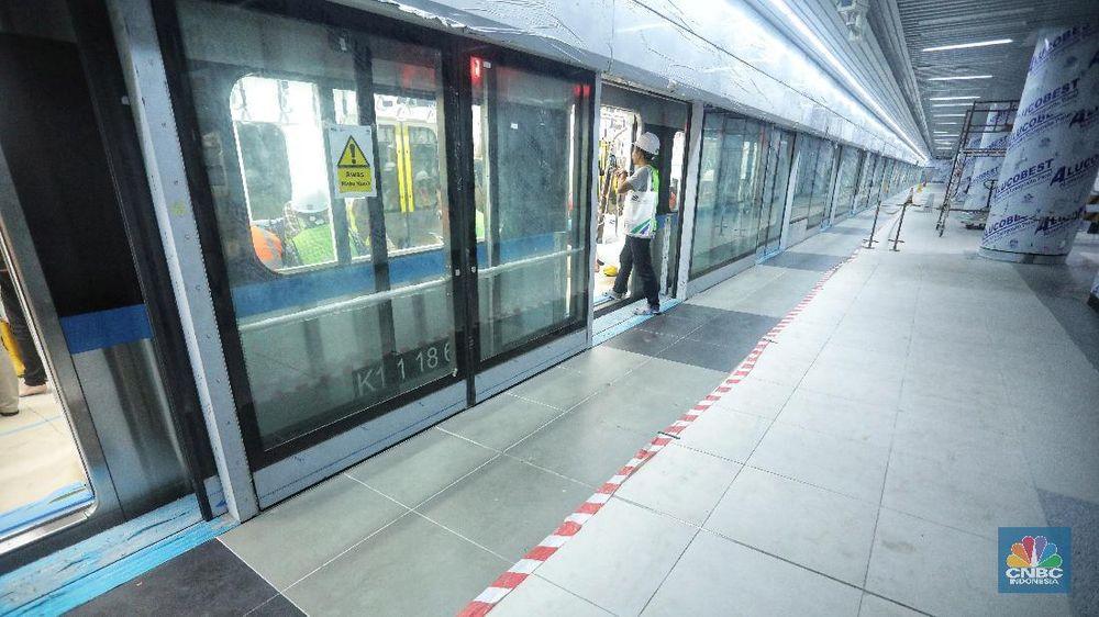 MRT Jakarta fase I rute Lebak Bulus-Bundaran HI dibangun sepanjang 16 kilometer dengan memakan biaya sekitar Rp 16 triliun. (CNBC Indonesia/Andrean Kristianto)