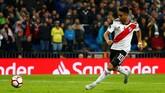 Winger River Plate Gonzalo Martinez mencetak gol pamungkas pada menit ke-120+2 setelah memanfaatkan kosongnya gawang Boca Juniors yang ditinggalkan kiper Esteban Andrada. (REUTERS/Juan Medina)