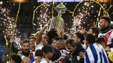 River Plate mencetak sejarah sebagai tim pertama yang memenangi Copa Libertadores di luar wilayah Amerika Selatan. Leg kedua final Copa Libertadores 2018 dipindah ke Madrid karena alasan keamanan di Buenos Aires yang hampir bersamaan menggelar pertemuan G20, plus kerusuhan yang sempat terjadi jelang leg kedua.(REUTERS/Sergio Perez)