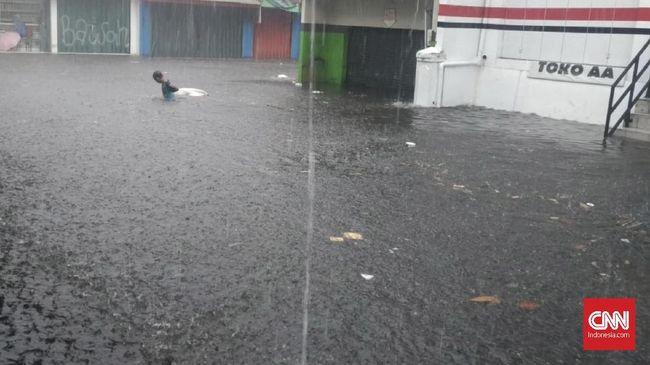 Hujan Lebat Sebentar, Genangan Tercipta di Pancoran