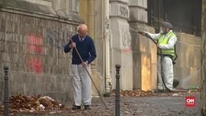 VIDEO: Paris Bersih-bersih Setelah Demonstrasi Rompi Kuning