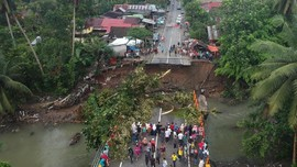 Jalur Padang-Solok Sudah Bisa Dilalui Usai Tertimbun Longsor
