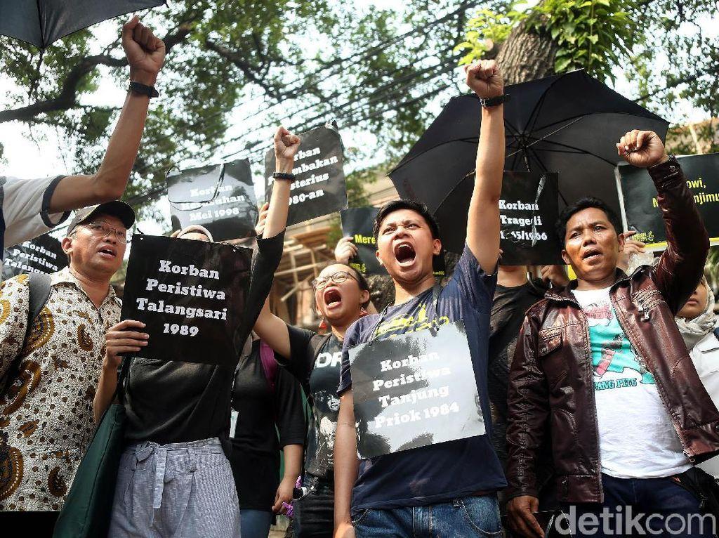 Puluhan Massa Gelar Aksi Unjuk Rasa di Kantor Komnas HAM